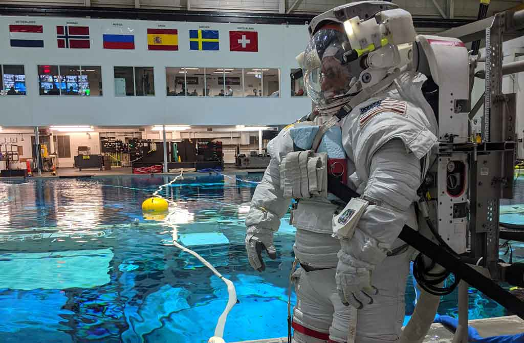 Monitoring breathing gases inside the spacesuit at the NBL for the first time